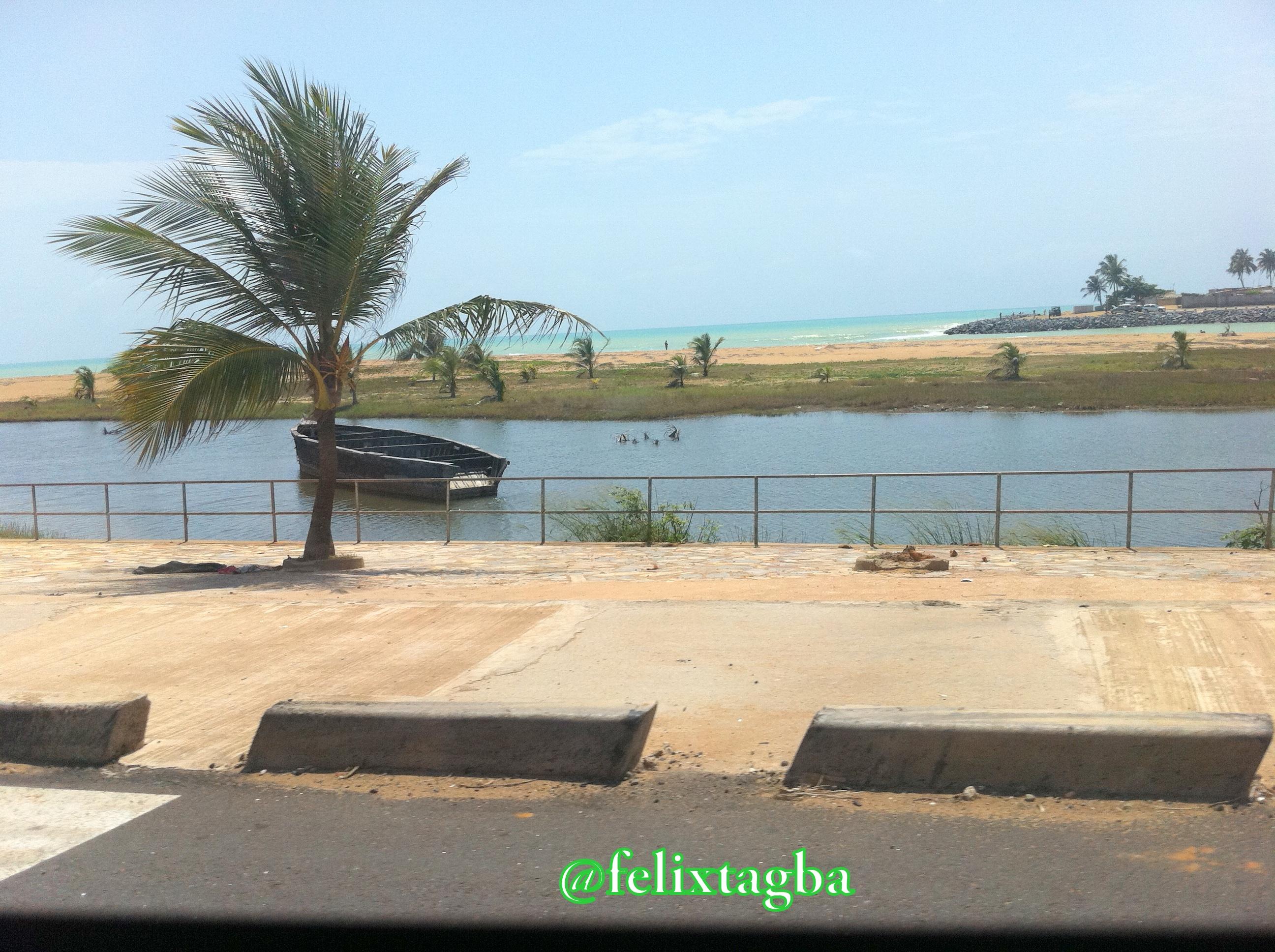 Au bord du fleuve Mono, Sur la route d'Aklakou au Togo