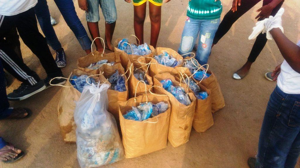 Les sachets de plastiques ramassés après Ecojogging